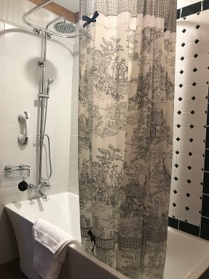 Tub & Shower Curtain